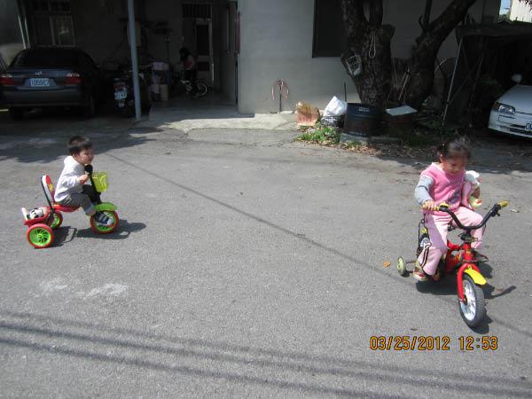 帶baby 騎腳踏車~~~