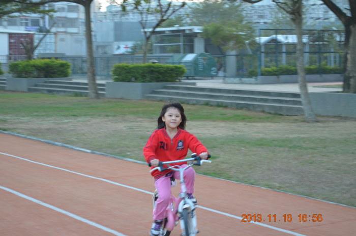豬豬騎腳踏車~~~