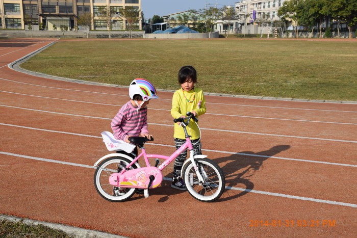 騎姊姊的腳踏車~~