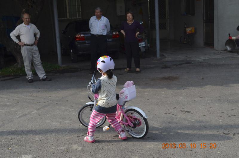 阿嬤, 看我的腳踏車~~